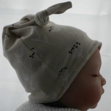 Bonnet de naissance fleurette crème