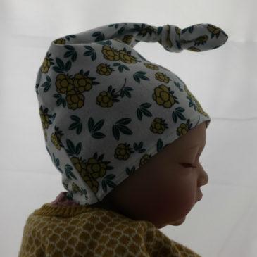 Bonnet de naissance moutarde fleurie
